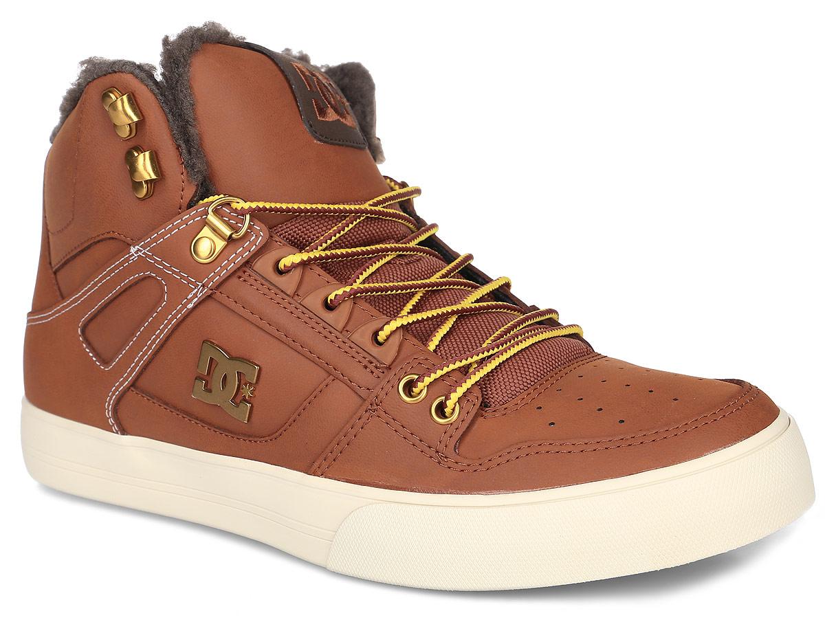 Кеды мужские DC Shoes Spartan High Wnt, цвет: коричневый. ADYS400005-BHW. Размер 10,5D (44)ADYS400005-BHWКеды от DC Shoes выполнены из натуральной кожи и оформлены металлической пластинкой с логотипом бренда. Задник оформлен вышивкой с логотипом фирмы и текстильной нашивкой. На ноге модель фиксируется с помощью шнурков. Внутренняя поверхность и стелька выполнены из искусственной шерсти, которая обеспечит тепло и уют. Подошва из высококачественной резины и дополнена протектором, который гарантирует отличное сцепление с любой поверхностью.