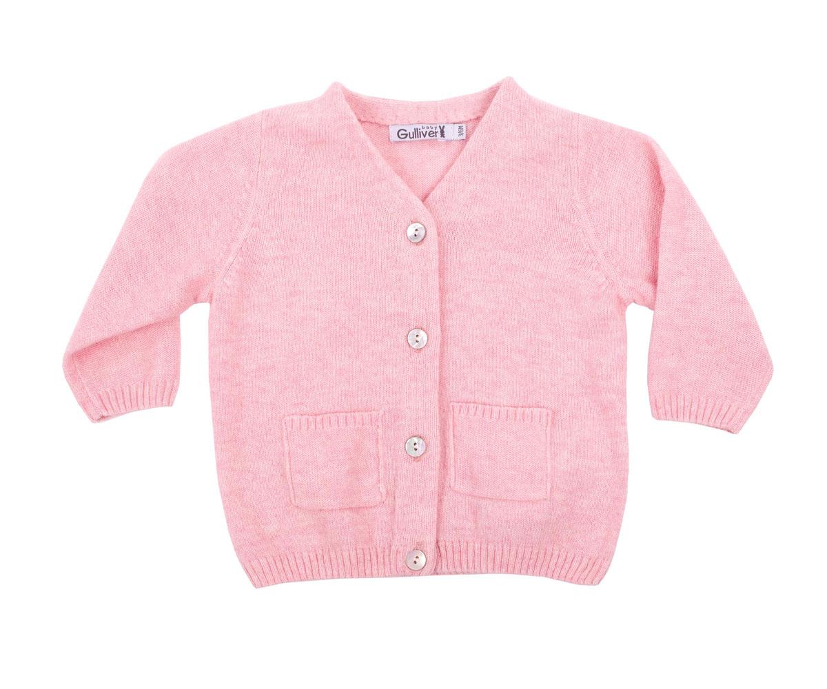 Кофта216GBGNC3501Вязаная кофта для девочки Gulliver Baby прекрасно дополнит ползунки, футболку, боди, придав комплекту уют и комфорт. Благородный цвет, накладные карманы, застежка на пуговицы и деликатная фирменная нашивка на спинке делают изделие полноценным и завершенным.