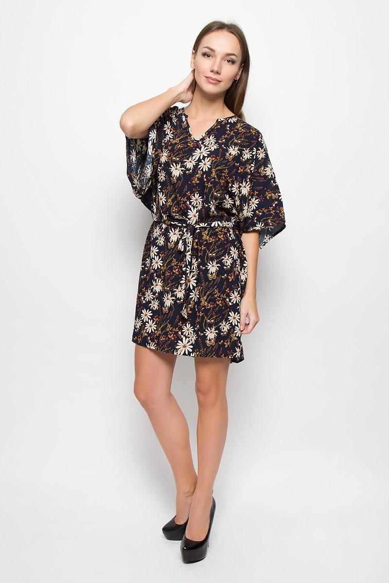 Платье Broadway Onnie, цвет: темно-синий. 10156489. Размер L (48)10156489_541Легкое платье Broadway Onnie, выполненное из высококачественного материала, идеально подойдет для модниц. Материал изделия мягкий и тактильно приятный, обладает высокими дышащими свойствами. Платье с фигурным вырезом горловины и рукавами-кимоно имеет удлиненную спинку. Линию талии подчеркивает поясок в тон к платью на тонких шлевках. Изделие оформлено принтом с изображением цветов и бабочек.Оригинальный дизайн и расцветка подчеркнут вашу индивидуальность!