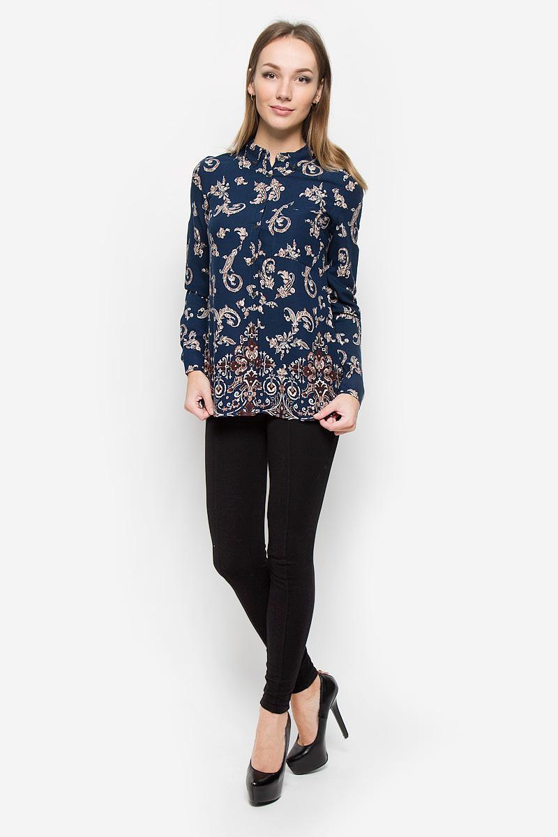 Блузка женская Sela Casual, цвет: темно-синий. B-312/577-6313. Размер XL (50)B-312/577-6313Элегантная женская блуза Sela Casual, выполненная из 100% вискозы, подчеркнет ваш уникальный стиль и поможет создать оригинальный женственный образ.Блузка с длинными рукавами и отложным воротником имеет свободный крой и застегивается на пуговицы спереди. Манжеты рукавов также дополнены пуговицами. Модель оформлена контрастным растительным орнаментом. На груди расположен небольшой накладной кармашек. Эта блузка будет дарить вам комфорт в течение всего дня и послужит замечательным дополнением к вашему гардеробу.
