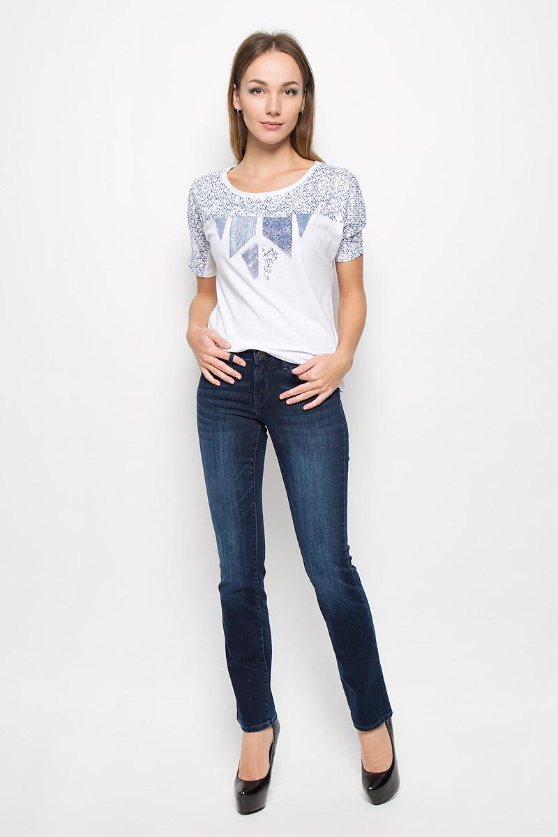 ДжинсыW25ZQC79MСтильные женские джинсы Wrangler Sara Narrow подчеркнут ваш уникальный стиль и помогут создать оригинальный женственный образ. Модель выполнена из высококачественного эластичного хлопка, что обеспечивает комфорт и удобство при носке. Джинсы прямого кроя и стандартной посадки застегиваются на пуговицу в поясе и ширинку на застежке-молнии. На поясе предусмотрены шлевки для ремня. Джинсы имеют классический пятикарманный крой: спереди модель оформлена двумя втачными карманами и одним маленьким накладным кармашком, а сзади - двумя накладными карманами. Модель оформлена перманентными складками и эффектом потертости. Эти модные и в тоже время комфортные джинсы послужат отличным дополнением к вашему гардеробу.