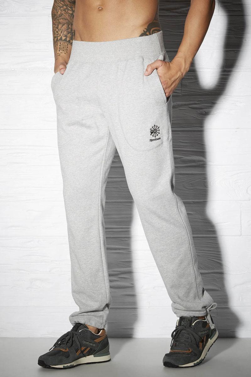 Брюки спортивные мужские Reebok Cc Ft Tennis, цвет: серый. AY1212. Размер XXL (60/62)AY1212Спортивные брюки Reebok Cc Ft Tennis удобные и выполнены из высококачественного материала. Стильная модель с поясом на шнурке и глубокими боковыми карманами просто созданы для повседневной жизни.