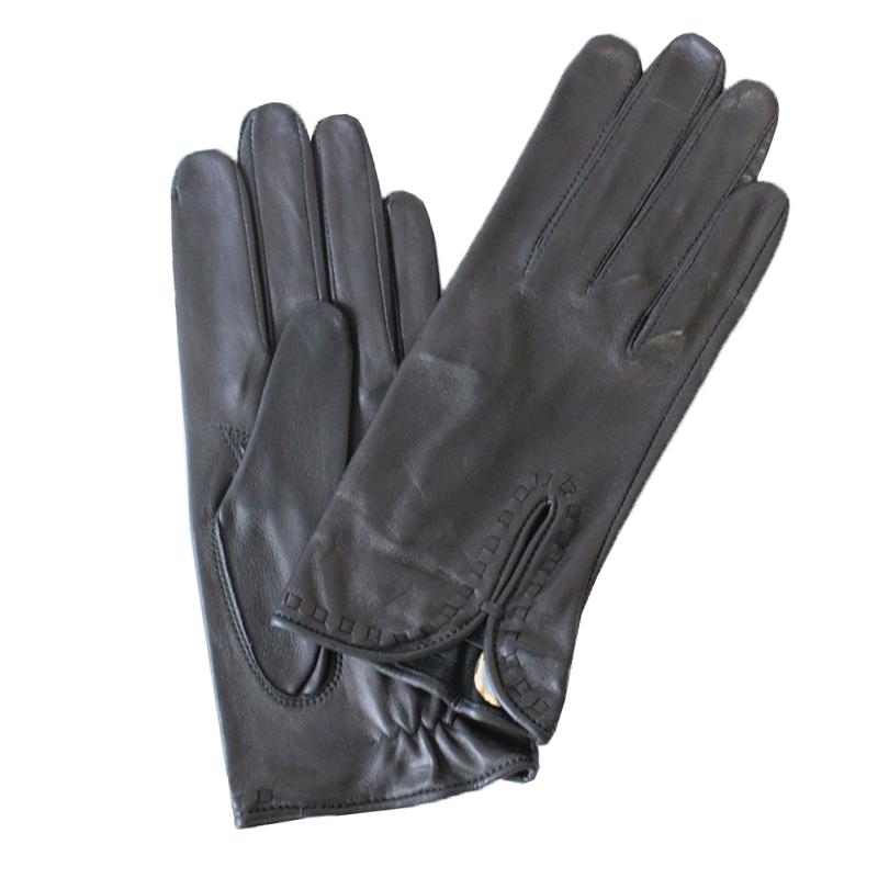 ПерчаткиЭ-20L_527Перчатки изготовлены из высококачественной английской кожи Pittards и итальянской кожи Gargiulo на современном технологичном оборудовании. Запястье оформлено оригинальной прострочкой. Продукция соответствует международным стандартам качества.