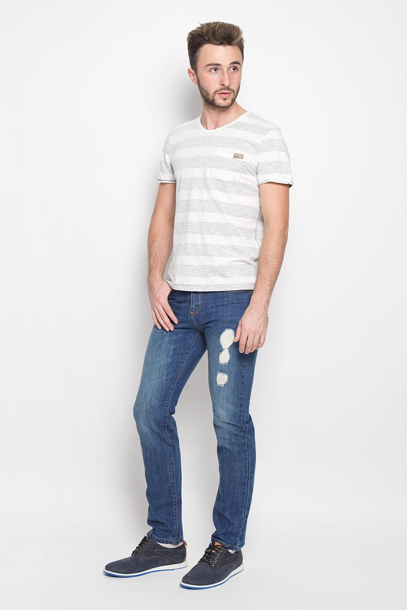 Джинсы мужские Sela Denim, цвет: синий джинс. PJ-235/1050-6362. Размер 32-34 (48-34)PJ-235/1050-6362Мужские джинсы Sela Denim выполнены из натурального хлопка. Материал изделия тактильно приятный, не стесняет движений и обладает высокими дышащими свойствами. Джинсы застегиваются спереди на металлическую пуговицу и имеют ширинку на застежке-молнии. Прямая модель слегка заужена к низу. На поясе предусмотрены шлевки для ремня. Спереди расположены два втачных кармана и один маленький накладной, а сзади - два накладных кармана. Изделие оформлено потертостями, прорезями и перманентными складками.Отличное качество, дизайн и расцветка делают эти джинсы стильным предметом мужской одежды. Модель поможет создать модный и современный образ!