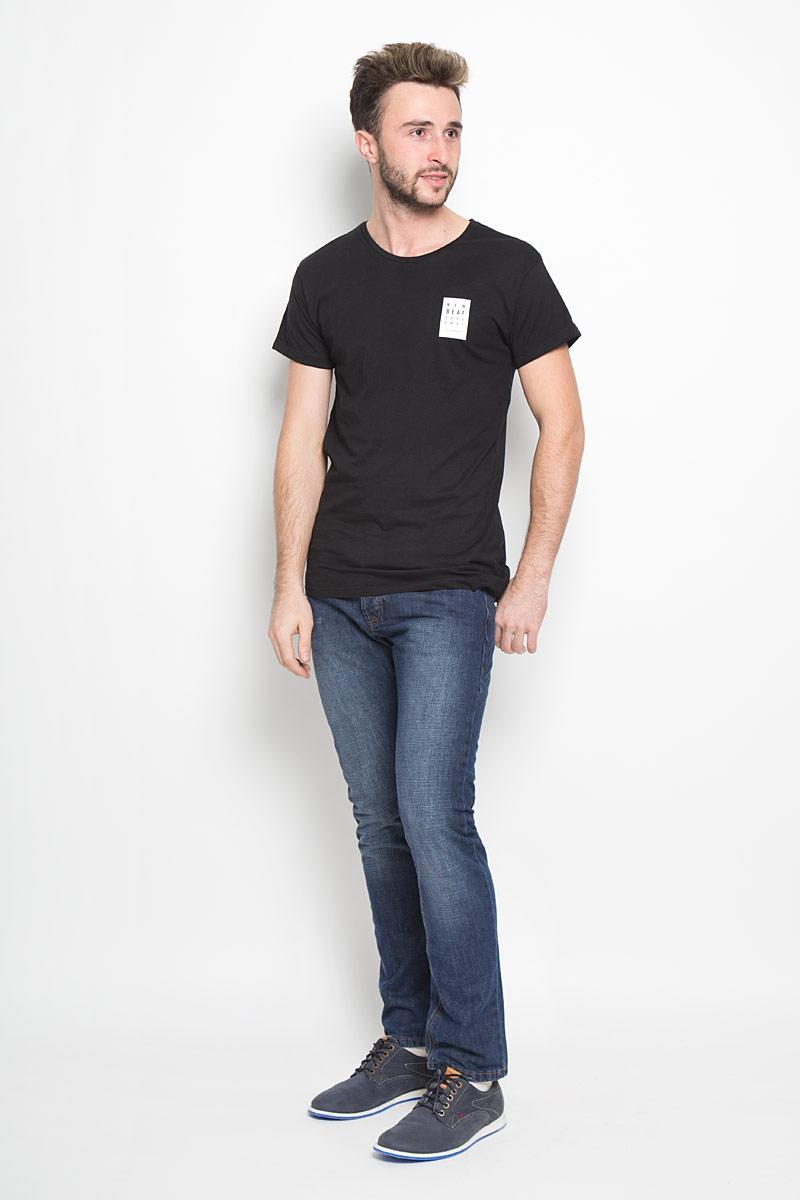 Джинсы мужские Broadway Jake, цвет: темно-синий. 20100300. Размер 38-32 (54-32)20100300_537Стильные мужские джинсы Broadway Jake выполнены из качественного денима. Джинсы прямого кроя дополнены застежкой на пуговицах. На поясе предусмотрены шлевки для ремня. Модель имеет классический пятикарманный крой: спереди - два втачных кармана и один маленький накладной, а сзади - два накладных кармана. Изделие оформлено потертостями, украшено фирменной нашивкой.