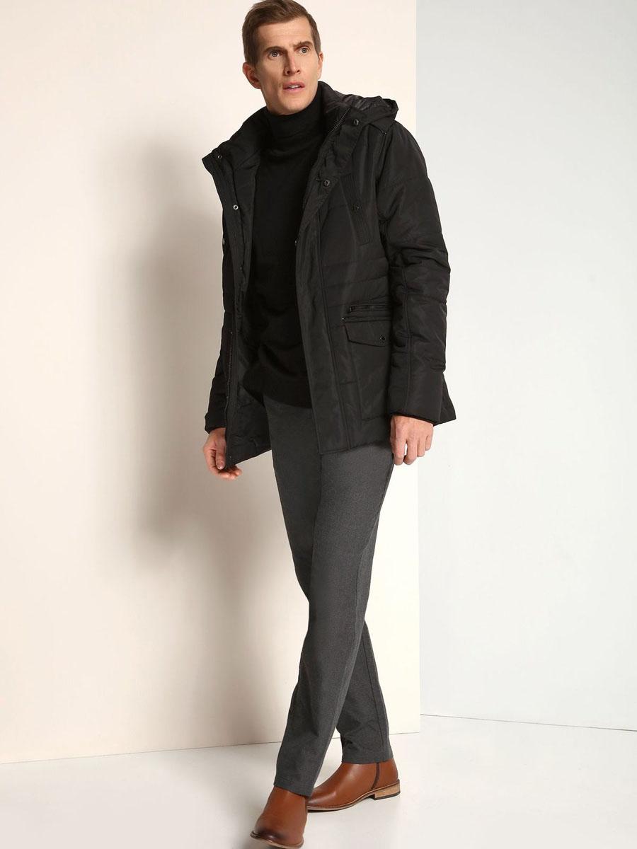 КурткаSKD0141CAСтильная мужская куртка Top Secret изготовлена из высококачественного полиэстера. В качестве утеплителя используется синтепон. Куртка с воротником-стойкой и съемным капюшоном застегивается на застежку-молнию и дополнительно на ветрозащитный клапан с кнопками. Капюшон, дополненный регулирующим эластичным шнурком, пристегивается к куртке с помощью застежки-молнии. Спереди расположены два прорезных кармана на застежках-молниях и два накладных кармана с клапанами на кнопках, на груди - два прорезных кармана на кнопках, с внутренней стороны - прорезной открытый карман. Манжеты рукавов дополнены трикотажными напульсниками.