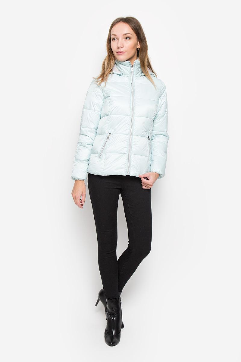 Куртка10116_501Женская куртка Broadway Okera изготовлена из полиамида на подкладке из полиэстера. В качестве утеплителя используется полиэстер. Куртка с воротником-стойкой и съемным капюшоном застегивается на пластиковую молнию. Капюшон, дополненный по краю эластичным шнурком со стопперами, пристегивается к куртке с помощью молнии. На воротнике предусмотрена подкладка из искусственного меха. Края рукавов собраны на эластичные резинки. По линии талии на спинке имеется эластичная вставка, придающая модели слегка приталенный силуэт. Спереди расположены два прорезных кармана на молниях.