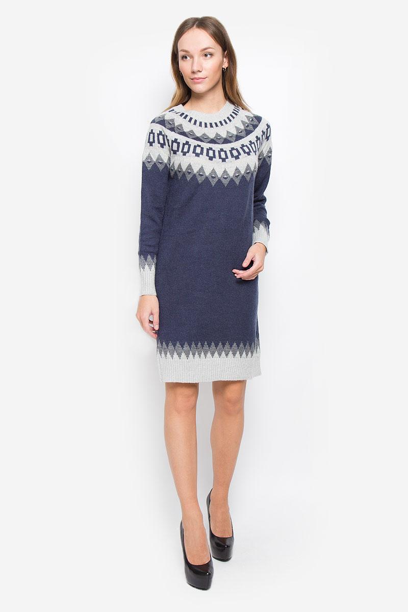 Платье Baon, цвет: темно-синий, серый. B457. Размер M (46)B457_Dark Navy JacquardТеплое платье Baon выполнено из мягкой пряжи сложного состава. Модель с круглым вырезом горловины и длинными рукавами-реглан оформлена вязаным рисунком. Воротник, манжеты и низ изделия связаны резинкой.