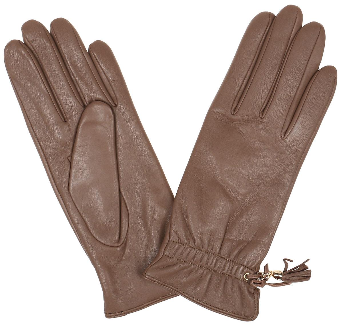 Перчатки12.37-1 blackЭлегантные женские перчатки Fabretti станут великолепным дополнением вашего образа и защитят ваши руки от холода и ветра во время прогулок. Перчатки выполнены из натуральной кожи ягненка, подкладка - из шерсти и кашемира. Модель декорирована оригинальным бантиком и кожаной кисточкой. Такие перчатки будут оригинальным завершающим штрихом в создании современного модного образа, они подчеркнут ваш изысканный вкус и станут незаменимым и практичным аксессуаром.