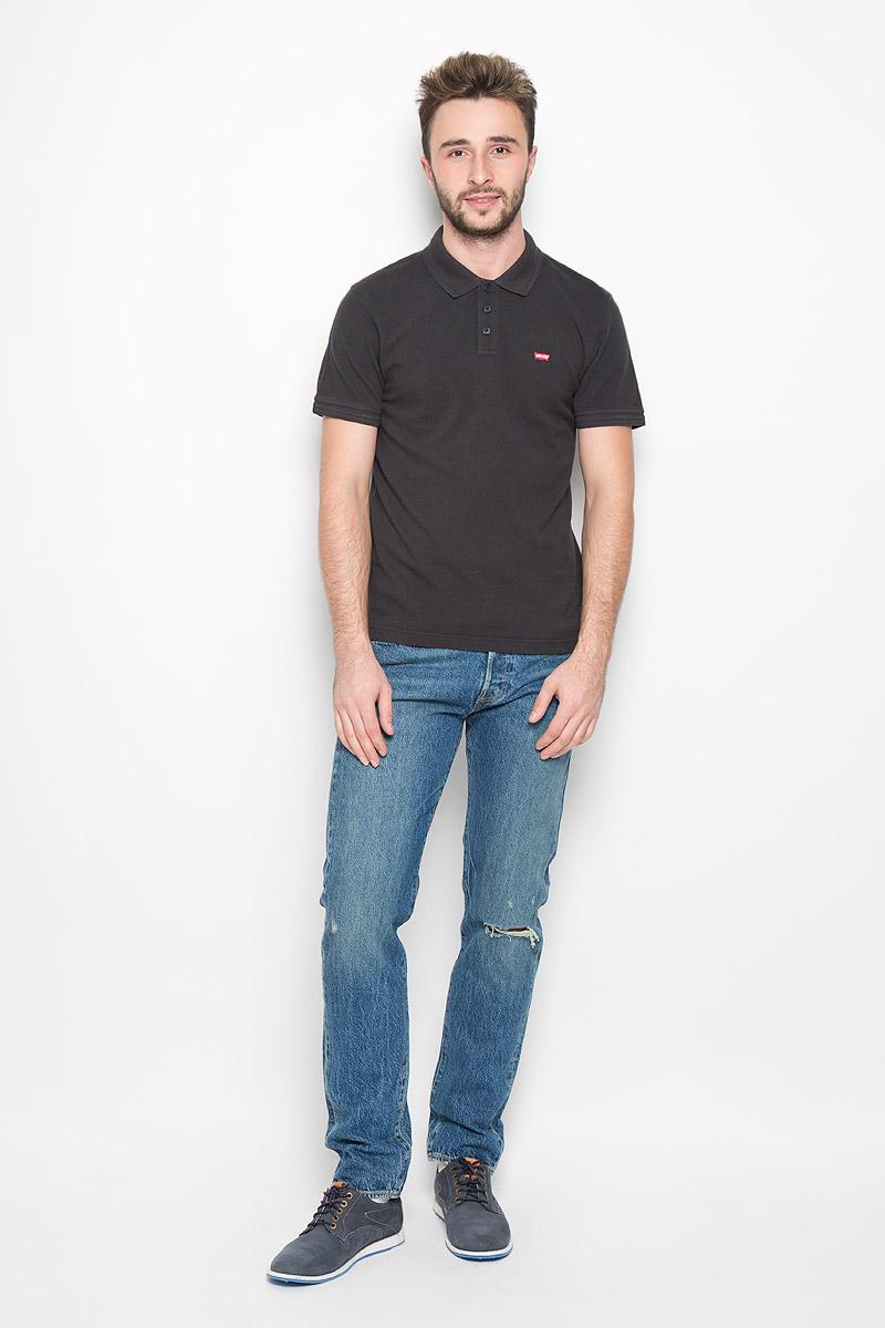 Поло мужское Levis®, цвет: черный. 2240100050. Размер XL (50)2240100050Стильная мужская футболка-поло Levis®, выполненная из высококачественного хлопка, обладает высокой теплопроводностью, воздухопроницаемостью и гигроскопичностью, позволяет коже дышать.Модель с короткими рукавами и отложным воротником - идеальный вариант для создания оригинального современного образа. Сверху футболка-поло застегивается на три пуговицы. Воротник и манжеты рукавов выполнены из трикотажной резинки. По бокам модели предусмотрены небольшие разрезы. Спинка изделия немного удлинена. Модель оформлена на груди небольшой вышивкой в виде логотипа производителя.