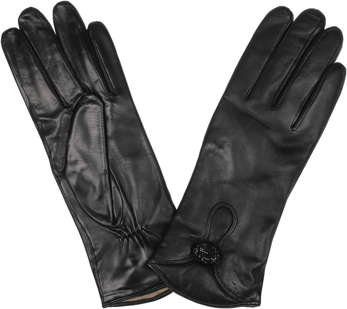 Перчатки2.9-1 blackСтильные женские перчатки Fabretti не только защитят ваши руки, но и станут великолепным украшением. Перчатки выполнены из натуральной кожи ягненка, а их подкладка - из высококачественной шерсти с добавлением кашемира. Модель оформлена пуговичкой с блестящими стразами. Перчатки имеют строчки - стежки на запястье, которые придают большее удобство при носке. Стильный аксессуар для повседневного образа.