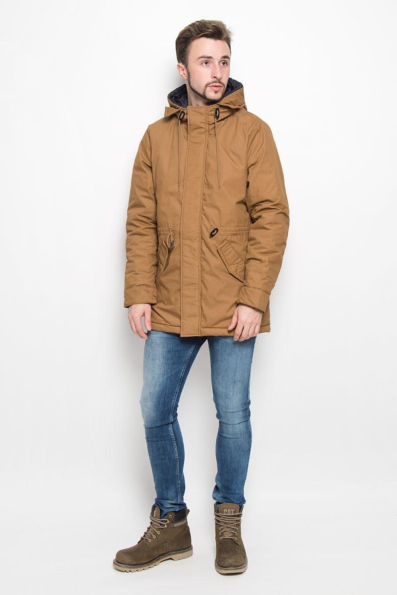 Куртка мужская Baon, цвет: коричневый. B536539. Размер XXL (54/56)B536539_UMBRAМужская куртка Baon с длинными рукавами и несъемным капюшоном выполнена из прочного полиэстера с добавлением хлопка. Наполнитель - синтепон. Куртка застегивается на застежку-молнию спередии имеет ветрозащитный клапан на кнопках. Рукава дополнены внутренними манжетами. Изделие оснащено двумя втачными карманами с клапанами на кнопках спереди, а также внутренним накладным карманом. Объем капюшона регулируется при помощи шнурка-кулиски. На талии модель также дополнена шнурком-кулиской.