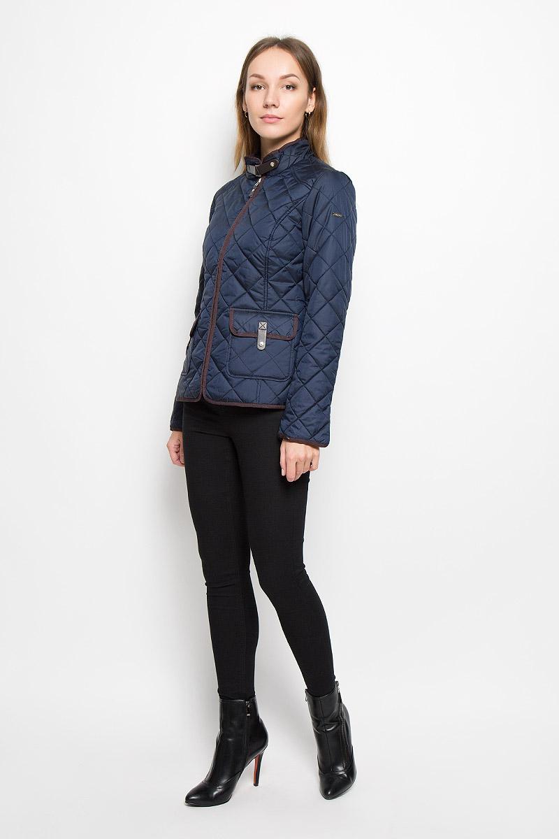 КурткаB036523/B036623_Cold BeetЭлегантная женская куртка Baon изготовлена из полиэстера. Классическая стеганая модель имеет приталенный силуэт. Ветрозащитная, водоотталкивающая куртка обеспечивает превосходную теплоизоляцию. Модель с воротником-стойкой и длинными рукавами застегивается на молнию. Воротник застегивается при помощи хлястика с кнопкой, пропущенного через металлическую шлевку. На рукавах предусмотрены небольшие разрезы. По спинке изделие дополнено хлястиками с кнопками для регулировки объема. Спереди расположены два накладных кармана с клапанами на застежках-кнопках. Модель украшена отделкой из велюра и искусственной кожи.