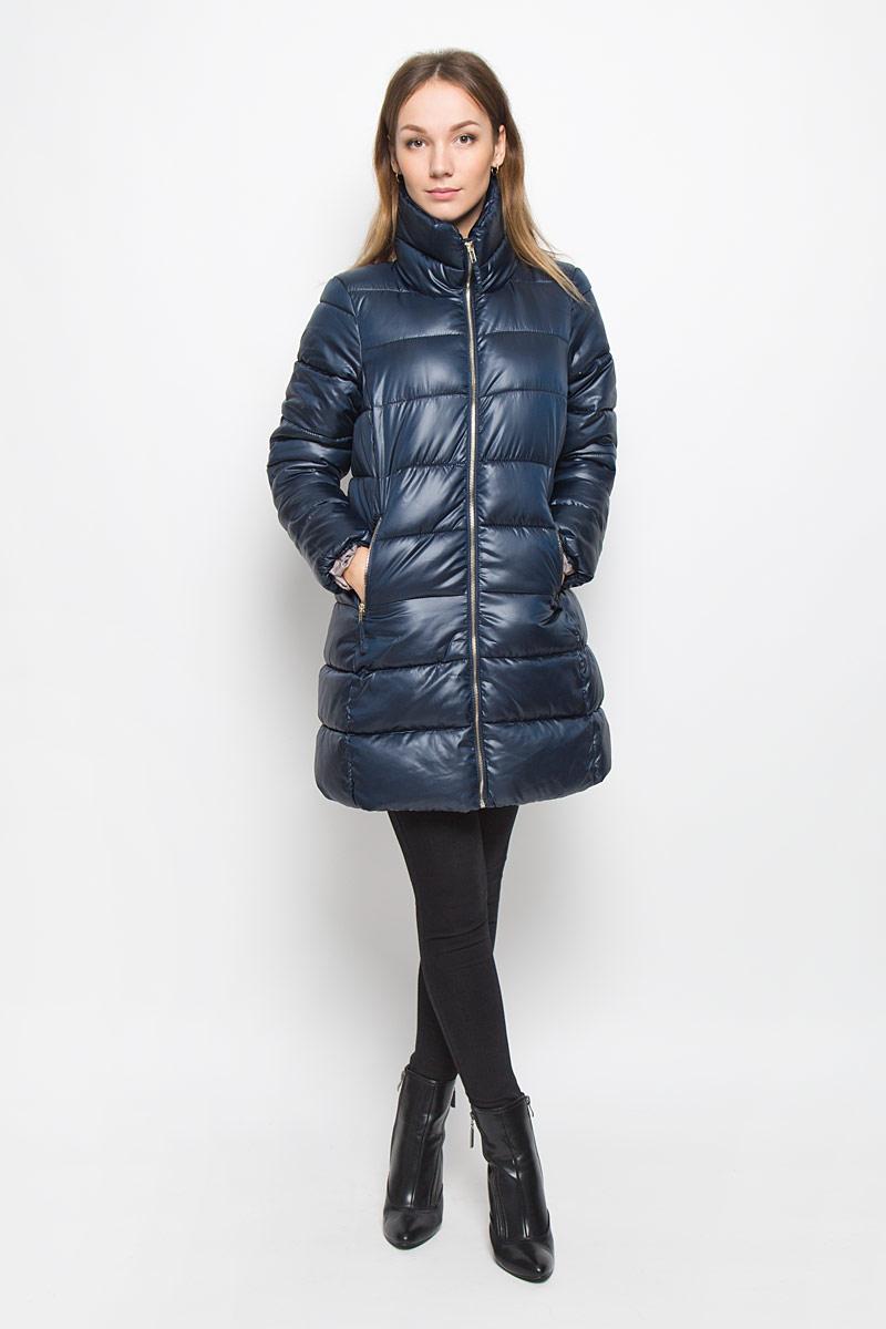ПальтоB036568_GREYЖенское пальто Baon с рукавами длинными рукавами и воротником-стойкой выполнено из полиэстера. Наполнитель - синтепон. Пальто застегивается на застежку-молнию спереди. Изделие дополнено двумя втачными карманами на застежках- молниях спереди.