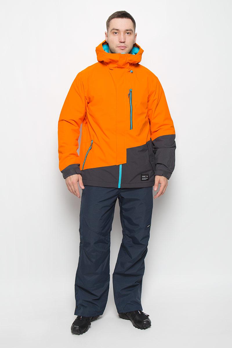 Куртка для сноуборда мужская ONeill Pm Suburbs, цвет: оранжевый. 650028-2530. Размер S (46)650028-2530Мужская куртка для сноуборда ONeill Pm Suburbs выполнена из полиэстера с подкладкой из синтепона.Модель с длинными рукавами и несъемным капюшоном застегивается на застежку-молнию спереди и имеет ветрозащитный клапан на липучках. Изделие дополнено двумя втачными карманами на застежках-молниях с клапанами на липучках, втачным карманом на застежке-молнии на груди, внутренним втачным карманом на кнопке и накладным карманом-сеткой. Рукава дополнены эластичными резинками на манжетах, а также дополнены липучками, которые позволяют регулировать обхват манжет. По бокам куртки, от линии талии до середины рукавов, расположены вентиляционные отверстия с сетчатыми вставками, закрывающиеся на застежки-молнии. Куртка оснащена противоснежной вставкой на кнопках. Объем капюшона регулируется при помощи шнурка-кулиски. По низу куртка также дополнена шнурком-кулиской.Водонепроницаемость: 10 000 мм. Паронепроницаемость: 10 000 гр/м/24ч.