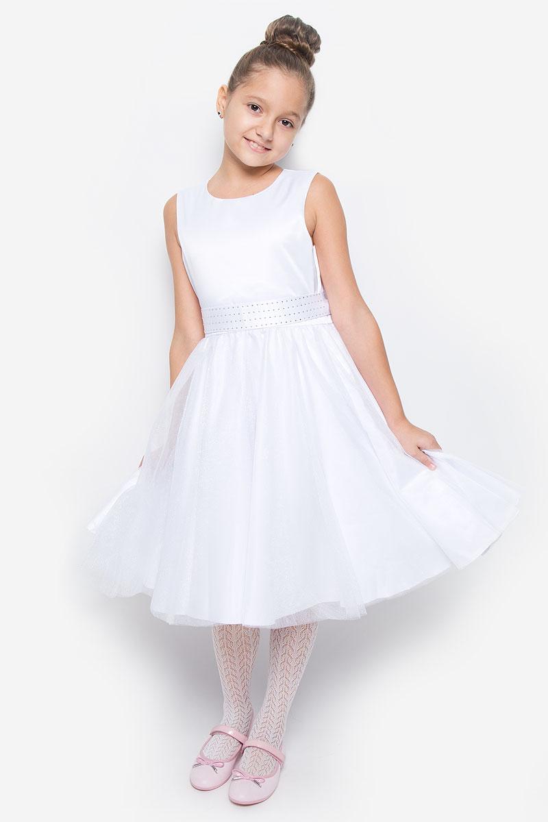 Платье для девочки Button Blue, цвет: белый. 216BBGP25010200. Размер 104, 4 года216BBGP25010200Красивое платье для девочки Button Blue изготовлено из полиэстера на подкладке из натурального хлопка. Платье с круглым вырезом горловины застегивается сзади на скрытую молнию. Верхняя часть объемной юбки выполнена из мягкой микросетки. В талии модель дополнена широким поясом, декорированным стразами. Платье идеально подойдет для праздничных мероприятий. В нем каждая девочка почувствует себя настоящей принцессой!