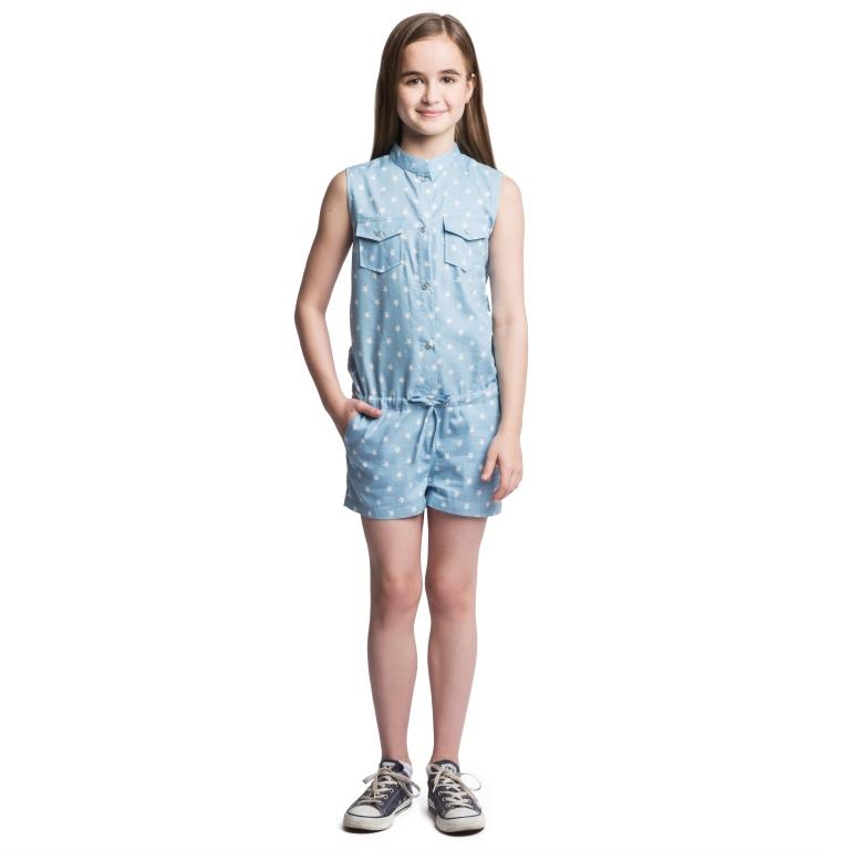Комбинезон164055Комбинезон для девочки Scool идеально подойдет вашему ребенку. Изготовленный из натурального хлопка, он необычайно мягкий и приятный на ощупь, не сковывает движения и позволяет коже дышать, не раздражает нежную и чувствительную кожу ребенка, обеспечивая наибольший комфорт. Комбинезон с небольшим воротником-стойкой спереди застегивается на металлические кнопки и на текстильный шнурок в поясе. На груди изделие дополнено двумя накладными кармашками с клапанами на пуговицах. Нижняя часть модели спереди дополнена двумя втачными карманами с косыми срезами, сзади - двумя накладными карманами. Изделие оформлено принтом звезды. Современный дизайн и актуальная расцветка делают этот комбинезон модным и стильным предметом детского гардероба. В нем ваша принцесса будет чувствовать себя уютно и комфортно, и всегда будет в центре внимания!