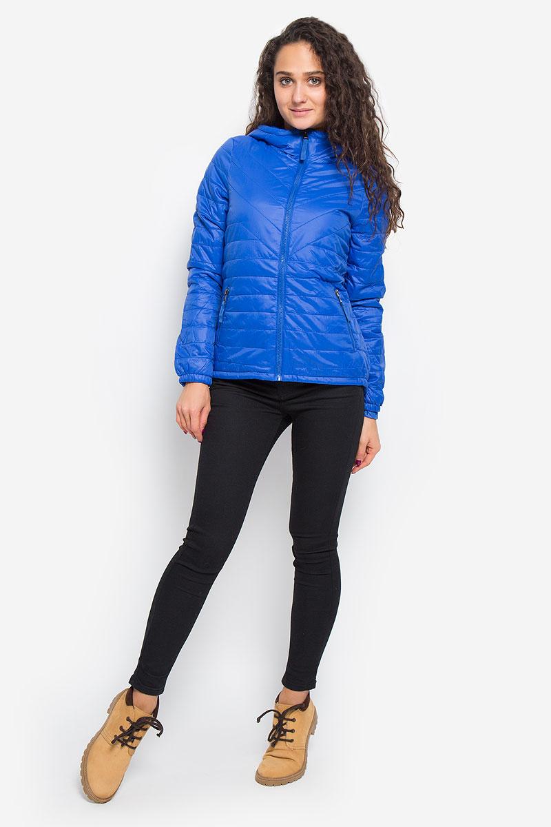 Куртка женская Vero Moda, цвет: синий. 10159270. Размер M (44)10159270_Surf the WebУдобная женская куртка Vero Moda выполнена из нейлона с подкладкой из высококачественного полиэстера. Такая модель отлично подойдет для прохладной погоды.Куртка с удлинённой спинкой, капюшоном и длинными рукавами застегивается на застежку-молнию. Модель снаружи дополнена двумя втачными карманами на молниях. Внутри изделия на воротник привязывается компактный чехол на кулиске, в него можно компактно сложить вашу курточку.Очень комфортная и стильная куртка будет прекрасным выбором для повседневной носки и подчеркнет вашу индивидуальность.