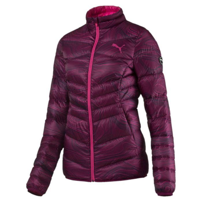 Куртка женская Puma Active 600 Packlite Down, цвет: бордовый. 83867251. Размер M (46)838672_51Куртка создана для любительниц активного образа жизни, которые не привыкли тратить время впустую. Одежда линии ACTIVE создана для повседневной носки и отличается привлекательным дизайном, при этом элементы конструкции, унаследованные от моделей для активного отдыха, делают этот жилет абсолютно функциональным. Модель украшена графическим набивным рисунком, нанесенным методом сублимационной печати (цветовой вариант 51), логотипом PUMA, нанесенным методом глянцевой печати, а также силиконовой эмблемой PUMA. Она изготовлена по технологии warmCELL, обеспечивающей отличное сохранение тепла и способствующей естественной терморегуляции. Среди других отличительных особенностей модели - ветрозащитный клапан и наращённый спереди ворот, надежно закрывающий шею и подбородок, боковые карманы на молнии, подбой манжет и подола эластичным материалом, петля для вешалки, светоотражающая вставка сзади в пройме с обозначением использования материала Keep Heat, висячий ярлык с указанием состава наполнителя (упругость пуха 600, соотношение пух/перо 90/10, что является показателем наполнителя экстра-класса). Фасон в обтяжку по фигуре. Куртка изготовлена из сверхлегкого материала, складывается и убирается в левый боковой карман, который снабжен застежкой-молнией и петлей для переноски.