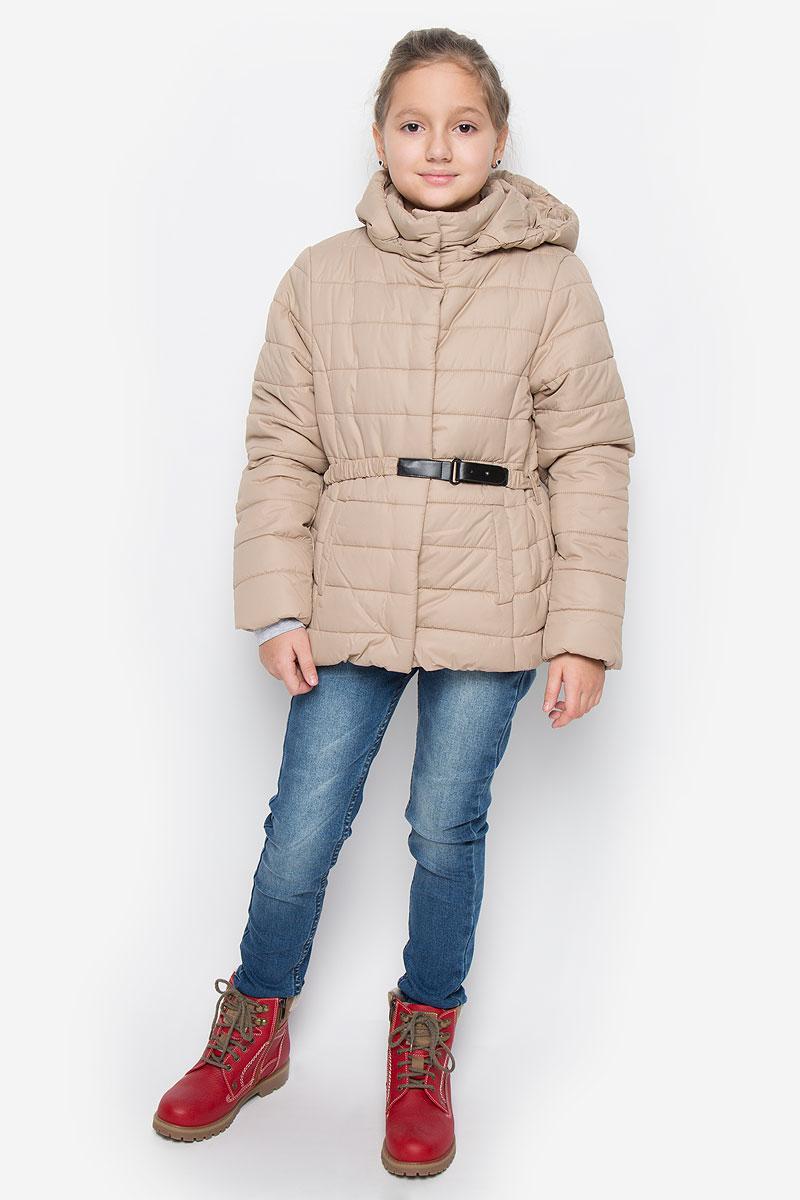 Куртка для девочки Sela, цвет: темно-бежевый. Cp-626/630-6312. Размер 128, 8 летCp-626/630-6312Модная куртка Sela выполнена из 100% полиэстера. В качестве утеплителя используется 100% полиэстер. Модель с воротником-стойкой и съемным капюшоном застегивается на кнопки по всей длине. Капюшон пристегивается к куртке с помощью застежки-молнии. Края капюшона присборены на резинку. Спереди куртка дополнена двумя прорезными карманами на кнопках. Манжеты рукавов оснащены трикотажными напульсниками. Нижняя часть модели присборена на эластичную резинку. Куртка дополнена эластичным ремешком на талии.