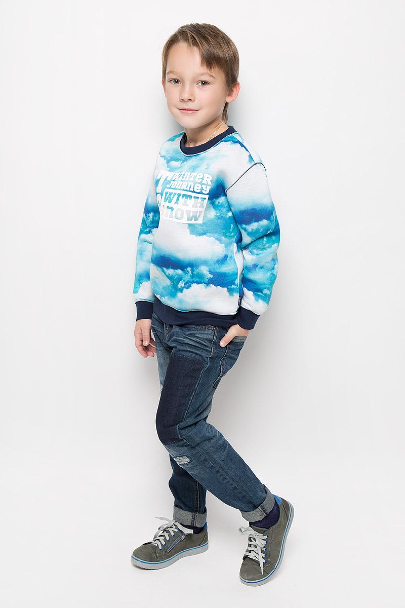 Свитшот21608BKC1602Свитшот для мальчика Gulliver Облака выполнен из мягкого и уютного материала. Модель с круглым вырезом горловины и длинными рукавами оформлена оригинальным принтом с изображением облаков. Вырез горловины и низ изделия дополнены трикотажными резинками. На рукавах предусмотрены эластичные манжеты. Свитшот украшен термоаппликацией в виде надписи.