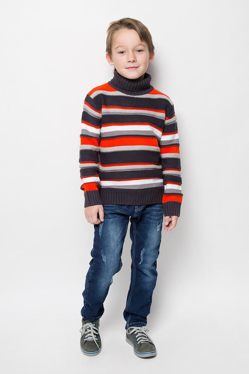 Свитер для мальчика PlayToday, цвет: серый, молочный, оранжевый. 361107. Размер 104, 4 года361107Уютный свитер для мальчика PlayToday изготовлен из хлопка и акрила. Модель с воротником-гольф и длинными рукавами оформлена полосками. Воротник, манжеты и низ свитера связаны резинкой.