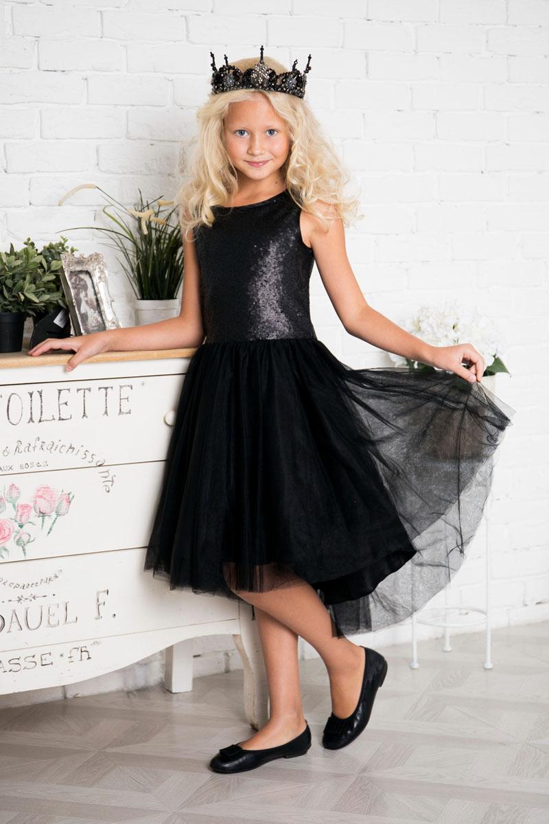 Платье для девочки Sweet Berry, цвет: черный. 215802. Размер 140215802Нарядное платье Sweet Berry для девочки без рукавов и с круглым вырезом горловины. Верх модели расшит пайетками. Удлиненная задняя часть создает эффект шлейфа. Застегивается на потайную молнию на спинке.
