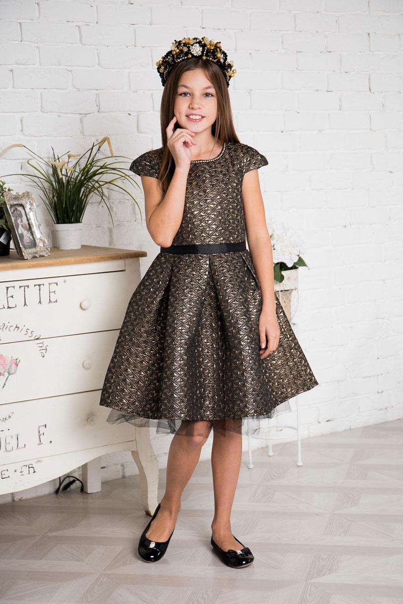 Платье для девочки Sweet Berry, цвет: золотистый, черный. 215807. Размер 158215807Платье для девочки Sweet Berry выполнено из высококачественного комбинированного материала и дополнено подкладкой из натурального хлопка. Модель с круглым вырезом горловины и рукавами-крылышками сзади застегивается на потайную застежку-молнию. Юбка изделия снизу дополнена сетчатым материалом.