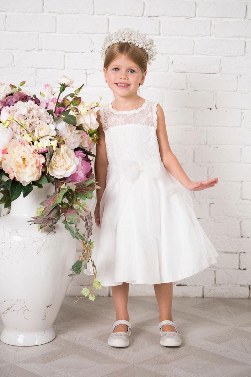 Платье215912Платье для девочки Sweet Berry выполнено из высококачественного материала и дополнено подкладкой из хлопка. Платье-миди с круглым вырезом горловины застегивается сзади на пуговицы. Пышная юбка оформлена складками. Верх платья выполнено из полупрозрачного материала с вышивками. Модель сзади дополнена большим текстильным бантом, а также спереди небольшим бантом украшенным бусинами.