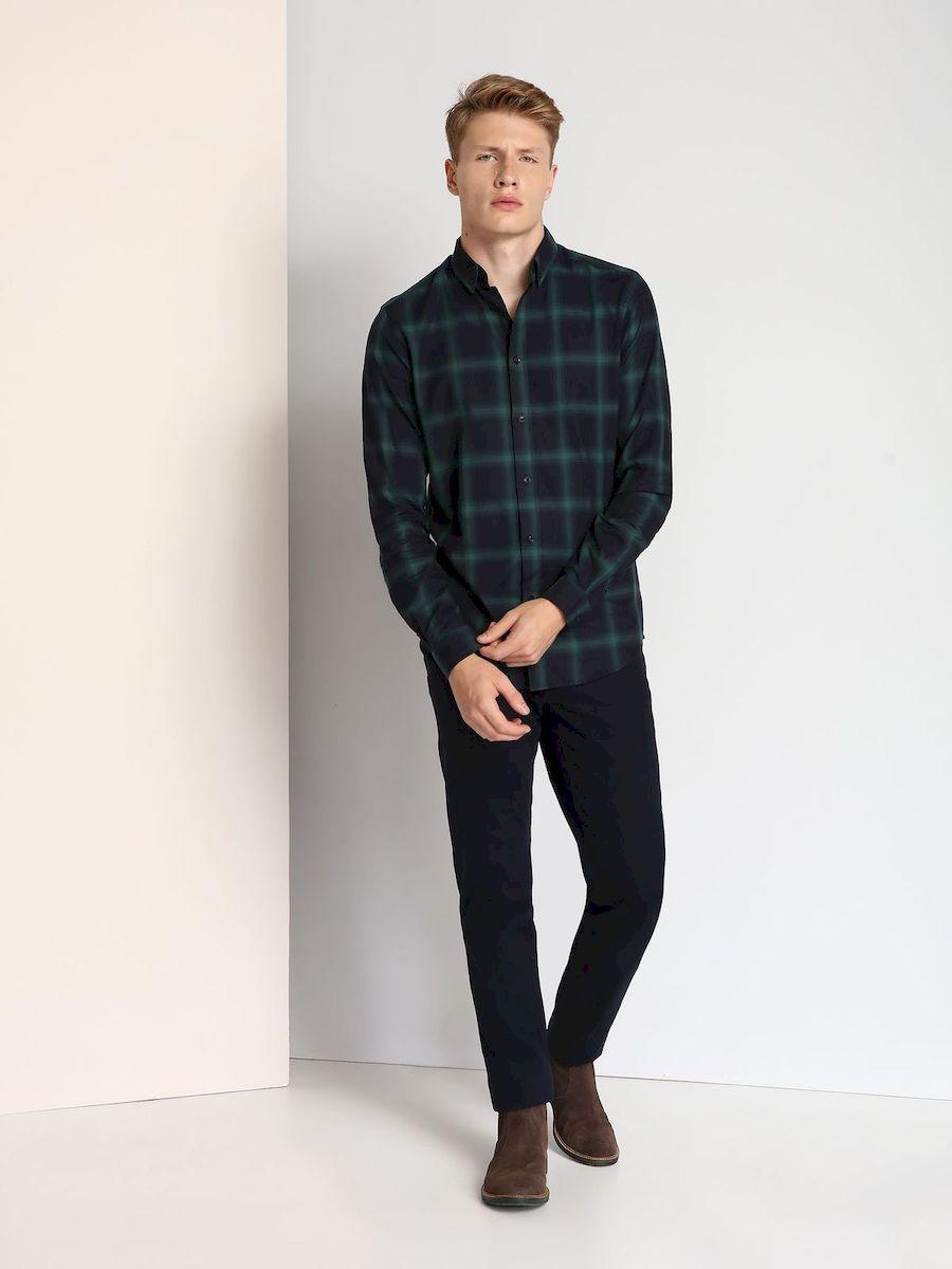 РубашкаSKL2140ZIСтильная мужская рубашка Top Secret, выполненная из 100% хлопка, подчеркнет ваш уникальный стиль и поможет создать оригинальный образ. Рубашка с длинными рукавами и отложным воротником застегивается на пуговицы спереди. Рукава рубашки дополнены манжетами, которые также застегиваются на пуговицы. Модель выполнена стильным принтом в клетку.