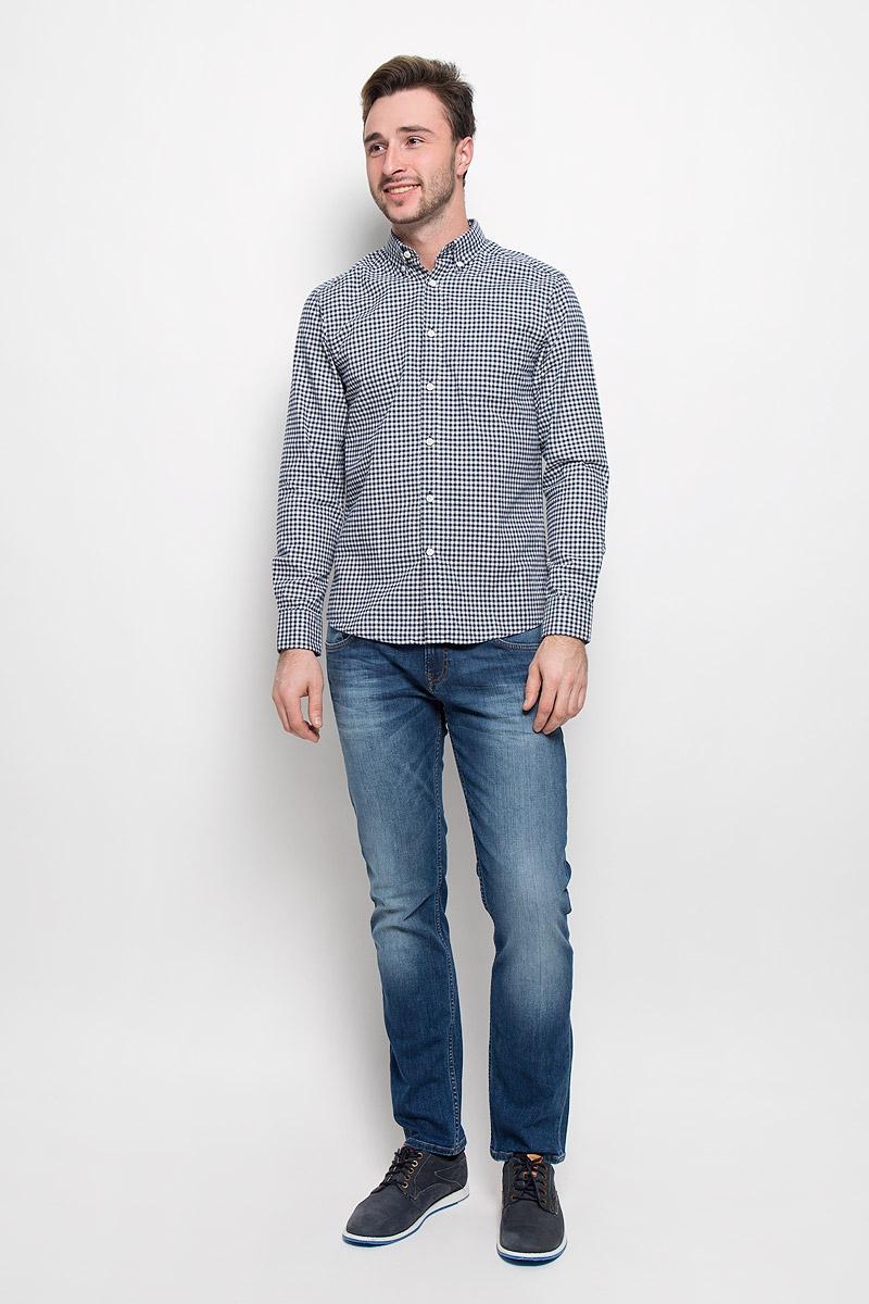 РубашкаMX3023496_MN_SHG_008_403Хлопковая рубашка Mexx идеально подойдет для стильных и уверенных в себе мужчин. Материал изделия тактильно приятный, позволяет коже дышать, не стесняет движений, обеспечивая комфорт при носке. Рубашка с отложным воротником и длинными рукавами застегивается на пуговицы. Манжеты на рукавах также имеют застежки-пуговицы. Рубашка оформлена принтом в клетку. Воротник фиксируется пуговицами.