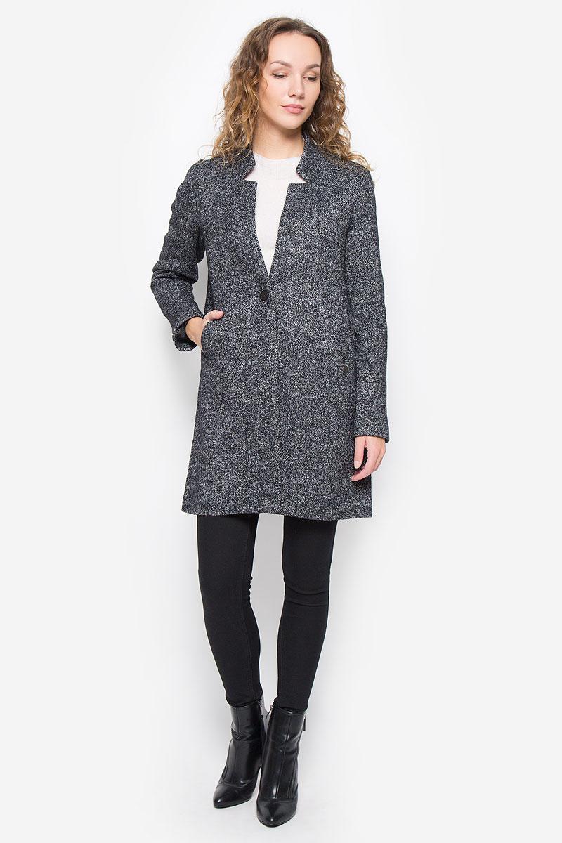 ПальтоFELICE-5002/BLACKУдобное женское пальто согреет вас в прохладную погоду и позволит выделиться из толпы. Модель с длинными рукавами и фигурным вырезом горловины выполнена из шерсти с полиэстером, застегивается на пуговицы спереди. Изделие дополнено двумя врезными карманами, сзади центральной одиночной шлицей. Пальто надежно сохранит тепло и защитит вас от ветра и холода.