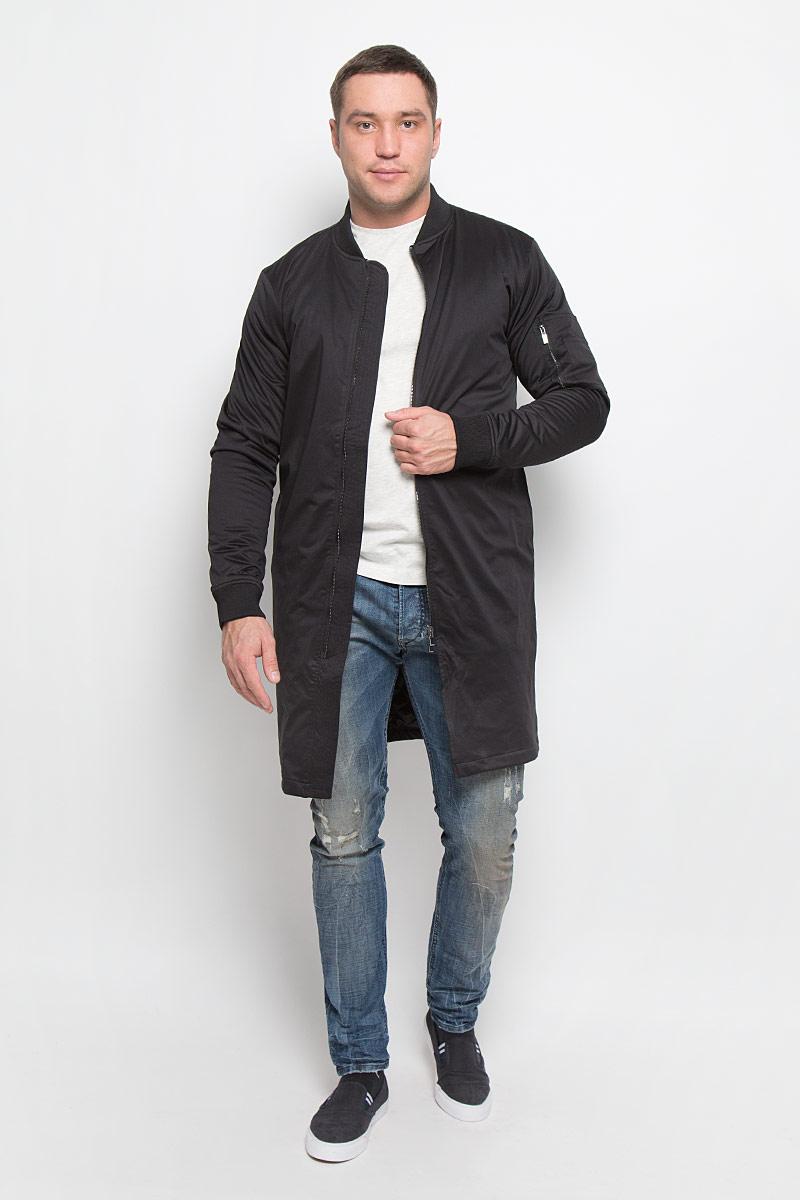 ПальтоMX3024693_MN_COA_008_001Стильное мужское пальто Mexx подчеркнет вашу индивидуальность. Пальто изготовлено из полиэстера и утеплено синтепоном. Модель с трикотажным воротником-стойкой застегивается на металлическую застежку-молнию. Пальто дополнено двумя врезными карманами, на рукаве одним накладным на молнии и одним маленьким накладным кармашком. С внутренней стороны имеется один врезной карман. Манжеты рукавов дополнены широкими резинками.