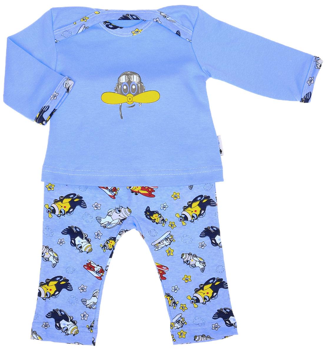 Комплект одежды37К-2366Комплект для мальчика Клякса Самолет, изготовленный из натурального хлопка, состоит из футболки с длинным рукавом и штанишек. Футболка с круглым вырезом горловины и длинными рукавами имеет удобные запахи на плечах. Штанишки с завышенной линией талии имеют мягкий эластичный пояс. Комплект оформлен принтом.