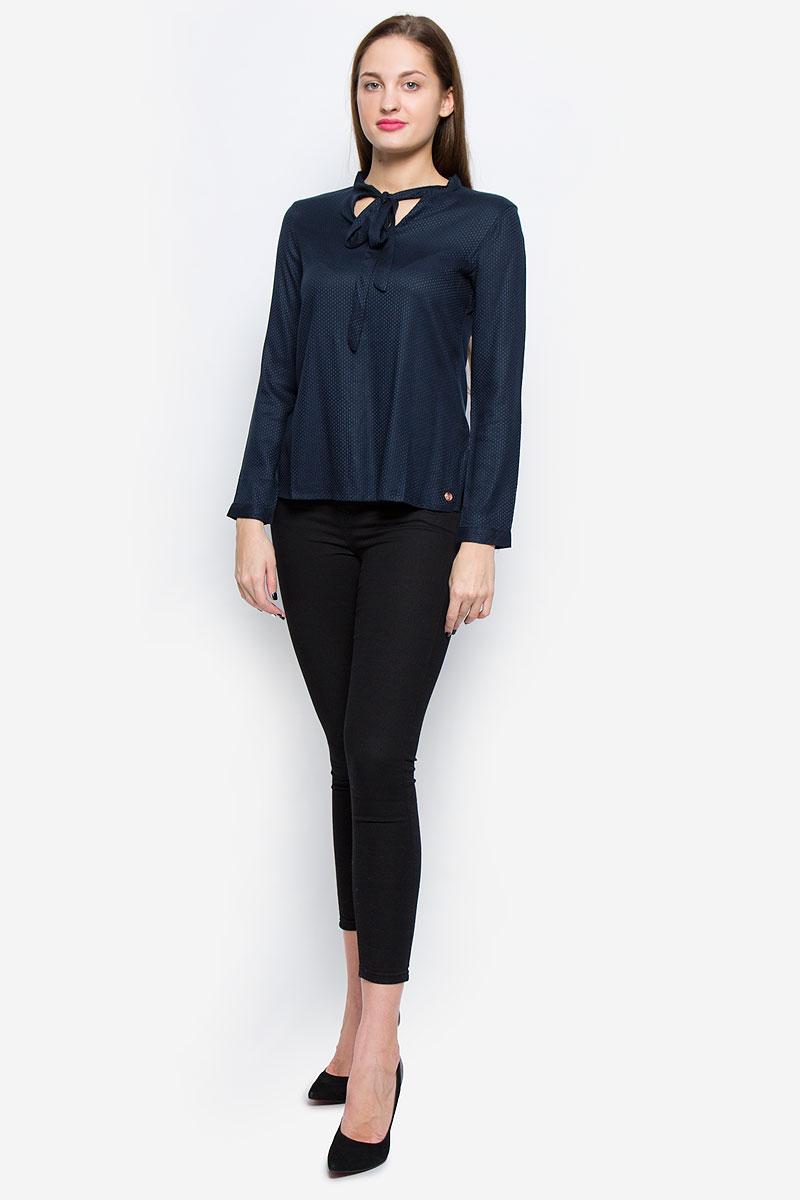 Блузка1036105.01.71_6901Стильная женская блузка выполненная из вискозы замечательно дополнит ваш неповторимый образ. Модель с воротником-аскот и длинными рукавами по бокам оформлена небольшими разрезами. Рукава дополнены манжетами с застежками-пуговицами.