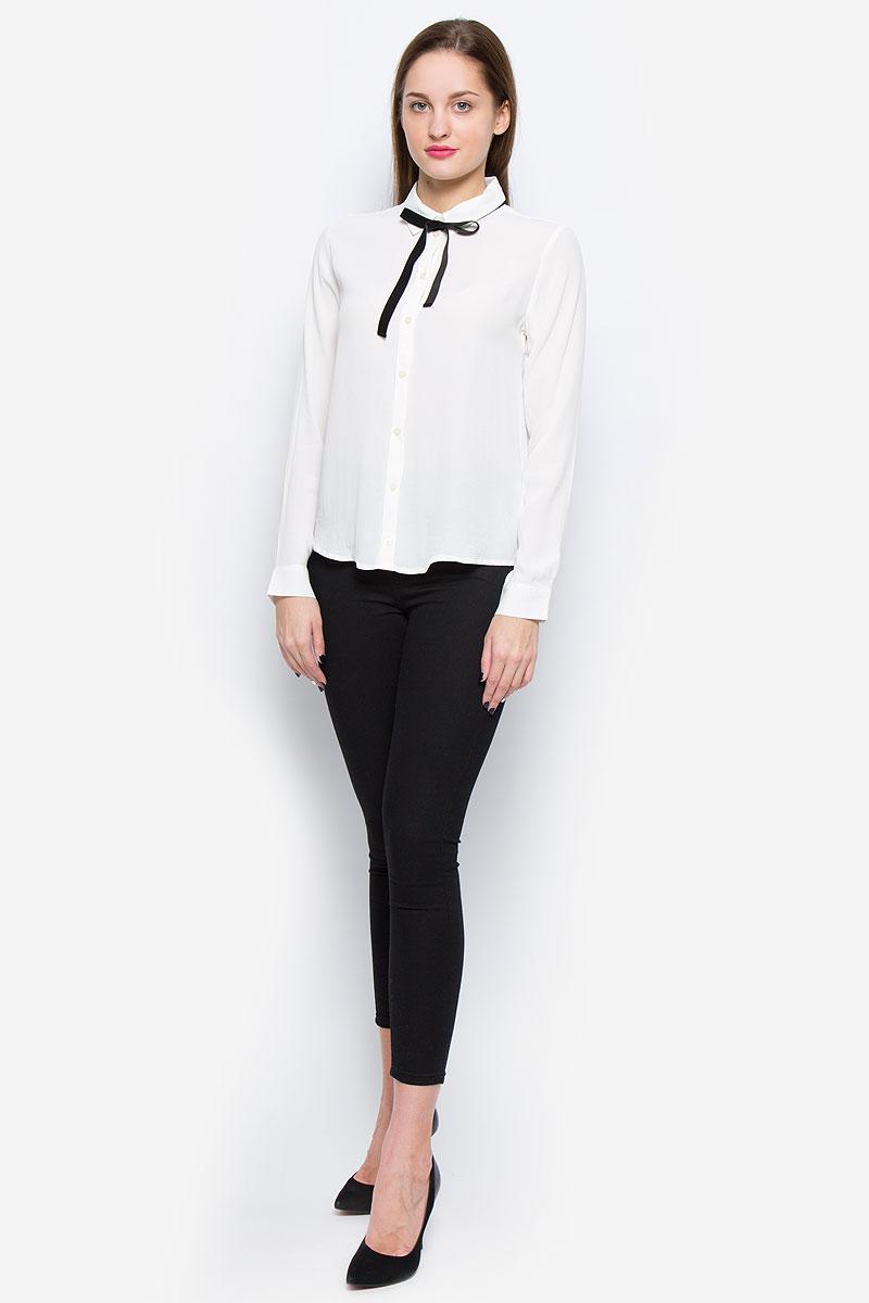 Блузка2032465.00.75_8210Стильная женская блузка выполненная из вискозы замечательно дополнит ваш неповторимый образ. Модель с отложным воротником, дополненным контрастной лентой и длинными рукавами застегивается на пуговицы по всей длине. Рукава дополнены манжетами с застежками-пуговицами.