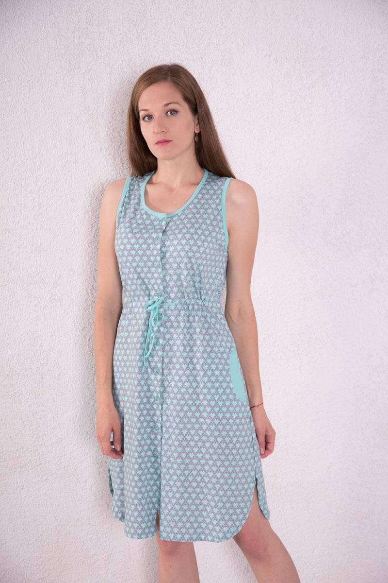 Платье7117110101Платье-халат Violett выполнено из натурального хлопка. Платье с круглым вырезом горловины застегивается на пуговицы по всей длине. Спереди расположены два кармана. Модель оформлена оригинальным принтом. На талии изделие оснащено затягивающимся шнурком.