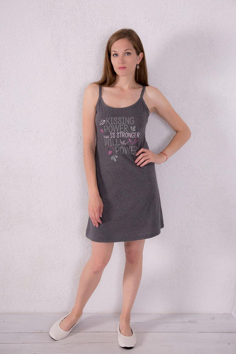 Платье домашнее7117110301Платье домашнее Violett изготовлено из натурального хлопка. Модель на бретельках оформлена надписями.
