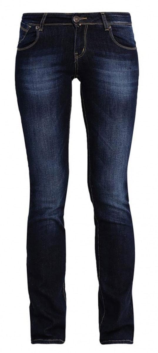 Джинсы160249_19599_Blue denim Gypsy str., w.mediumЖенские джинсы F5 Gypsy выполнены из высококачественного эластичного хлопка. Джинсы прямого кроя и стандартной посадки застегиваются на пуговицу в поясе и ширинку на застежке-молнии, дополнены шлевками для ремня. Джинсы имеют классический пятикарманный крой: спереди модель дополнена двумя втачными карманами и одним маленьким накладным кармашком, а сзади - двумя накладными карманами. Джинсы украшены декоративными потертостями и перманентными складками.