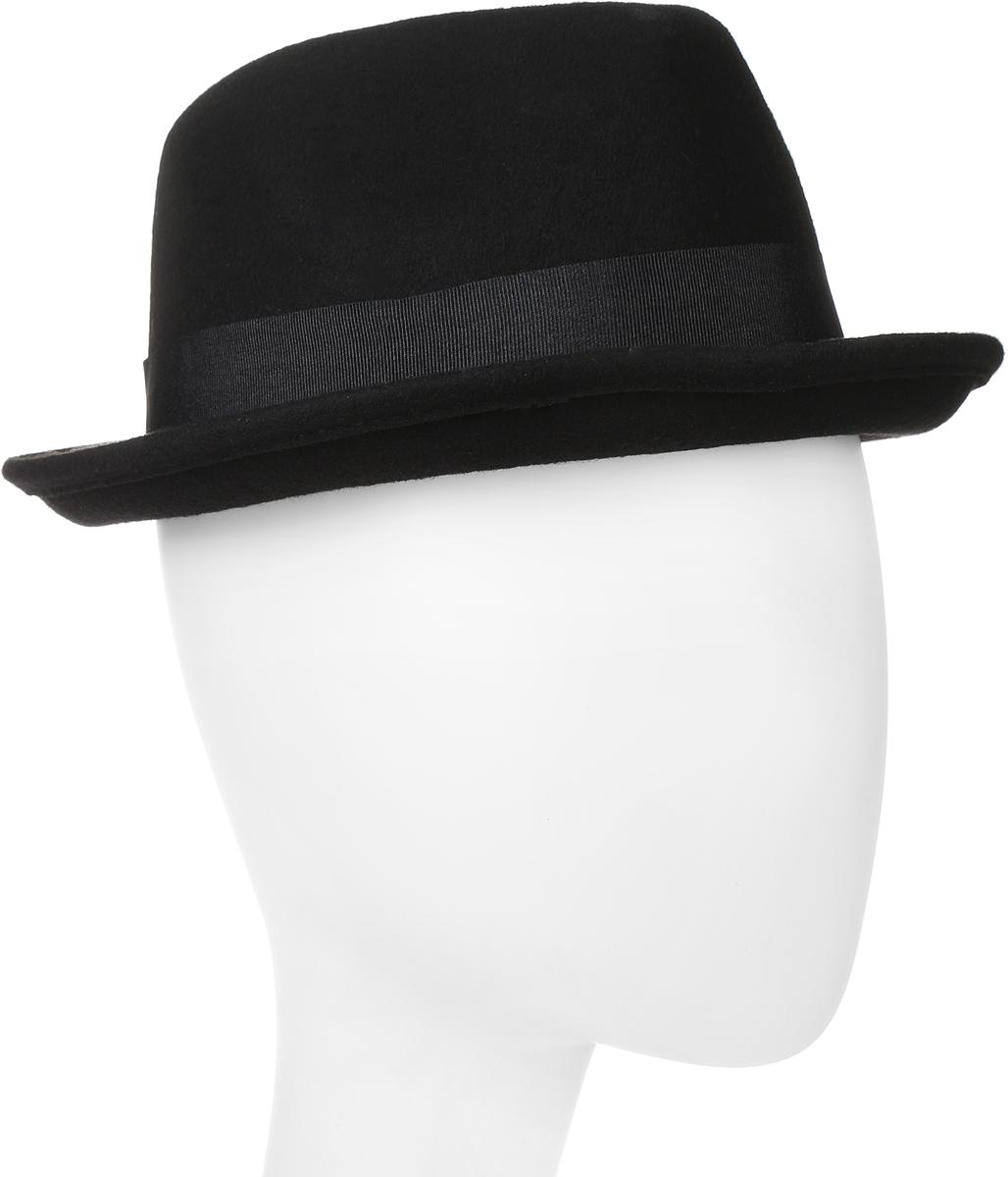 Шляпа100-5799Элегантная шляпа Goorin Brothers, выполненная из фетра, дополнит любой образ. Модель с узкими полями, невысокой вертикальной тульей с продольным заломом и загнутыми вверх полями. Шляпа Homburg по тулье оформлена широкой текстильной лентой с бантом и дополнена металлическим элементом в виде логотипа бренда. Внутри модель дополнена подкладкой из шелковистого полиэстера и плотной тесьмой для комфортной посадки изделия по голове. Аккуратные поля шляпы придадут вашему образу таинственности и шарма. Такая шляпа подчеркнет вашу неповторимость и прекрасный вкус.