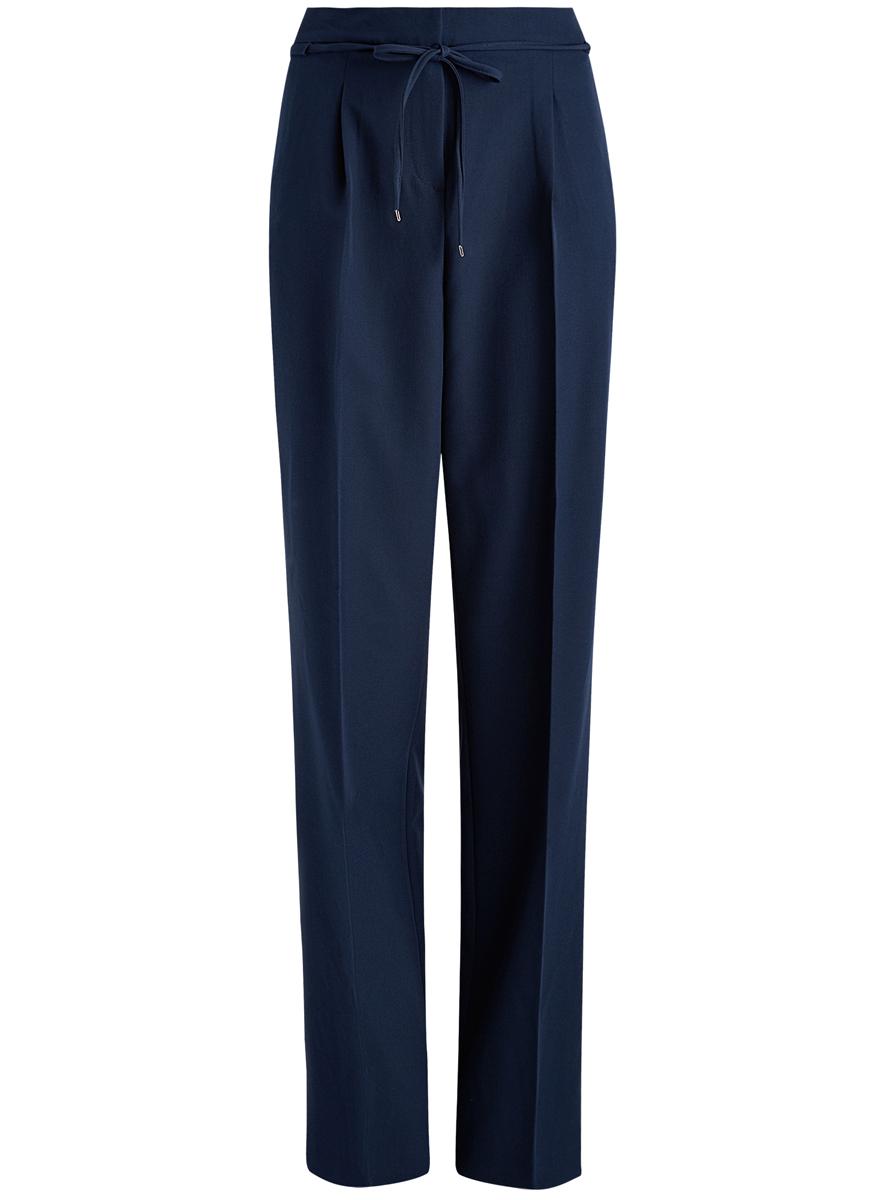 Брюки21705072-1/18600/7900NСтильные женские брюки oodji выполнены из комбинированного материала. Модель со средней посадкой застегивается на молнию, пуговицу и застежку-крючок, имеются завязки. Сзади изделие оформлено имитацией прорезных карманов, спереди дополнено двумя втачными карманами.