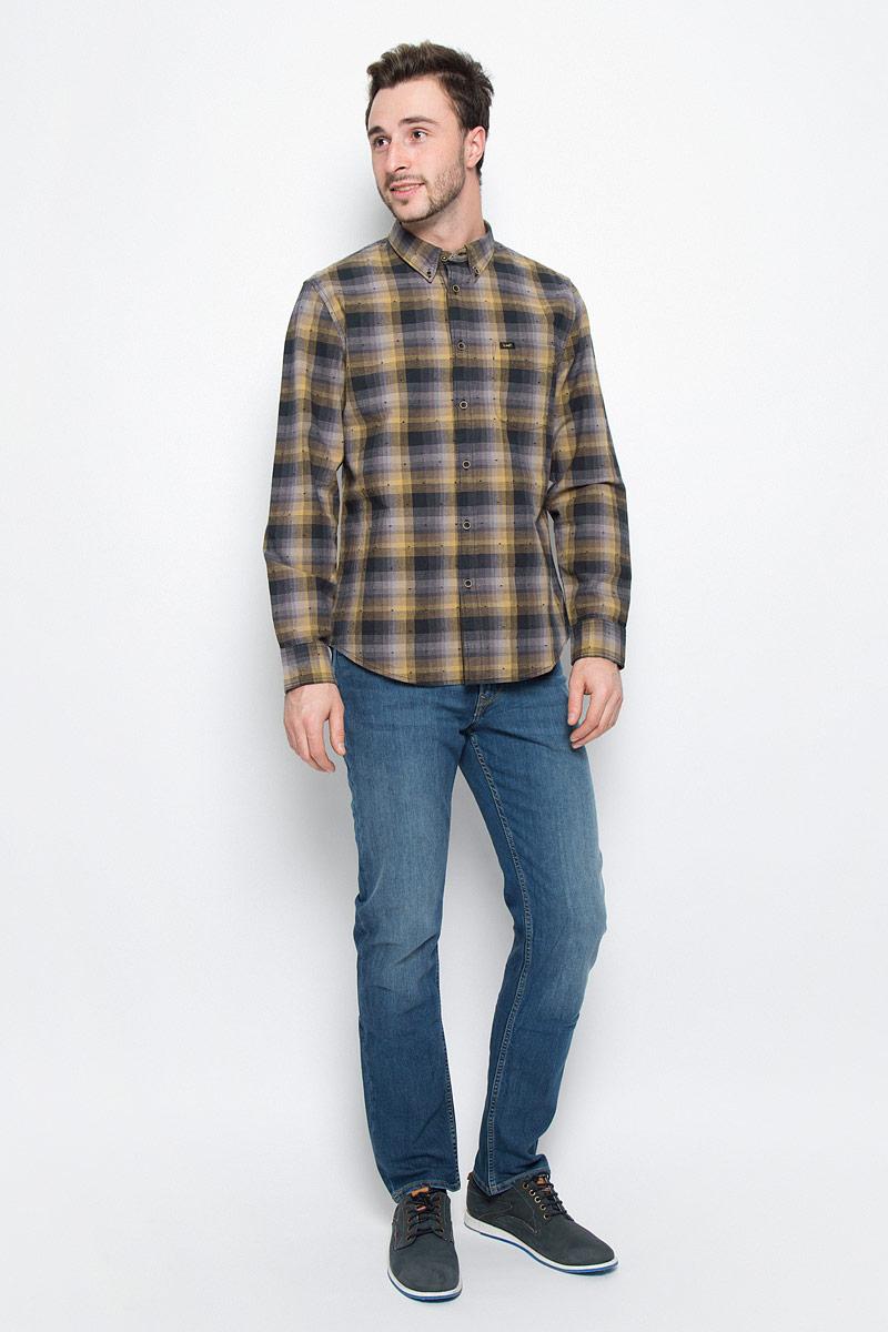 Рубашка мужская Lee, цвет: серый, горчичный. L880CIRU. Размер XL (52)L880CIRUМужская рубашка Lee выполнена из натурального хлопка. Рубашка regular fit с длинными рукавами и отложным воротником застегивается на пуговицы спереди. Манжеты рукавов также застегиваются на пуговицы. Рубашка оформлена принтом в клетку. Модель дополнена накладным нагрудным кармашком.
