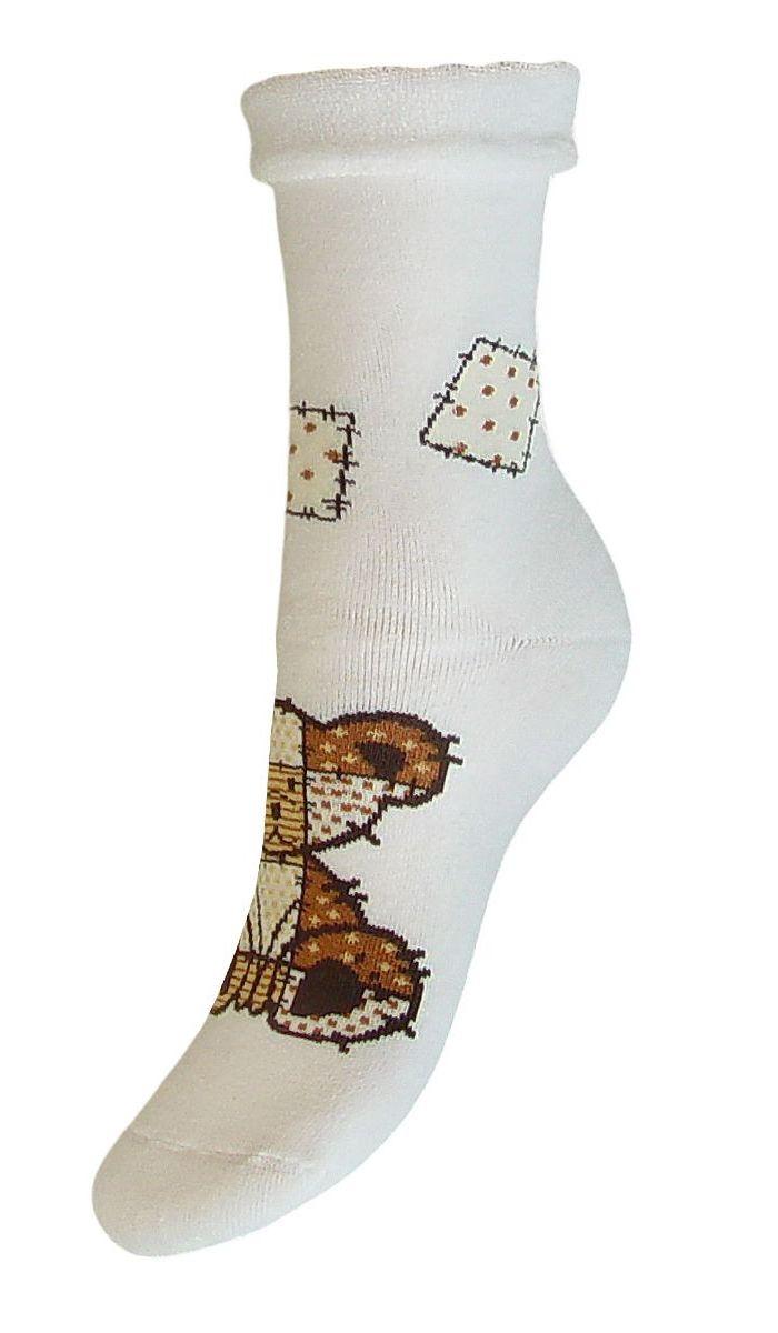 Комплект носковSCL79Женские носки Гранд выполнены из высококачественного хлопка. Носки, оформленные по центру рисунком медвежонок, изготовлены по европейским стандартам из лучшей гребенной пряжи, предназначены для повседневной носки. Они имеют безупречный внешний вид, усиленные пятку и мысок для повышенной износостойкости, после стирки не меняют цвет. Используя европейские стандарты на современных вязальных автоматах, компания Гранд предоставляет покупателю высокое качество изготавливаемой продукции.