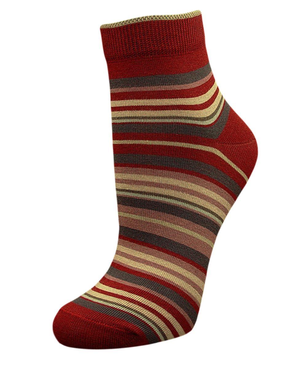 Комплект носковSCL66Женский носки Гранд изготовлены из высококачественного хлопка с добавлением полиамидных и эластановых волокон, которые обеспечивают великолепную посадку. Удобная резинка идеально облегает ногу и не пережимает сосуды, а укороченный паголенок придает более эстетичный вид. Мысок и пятка усилены. В комплект входят две пары носков. Модель оформлена принтом в полоску.