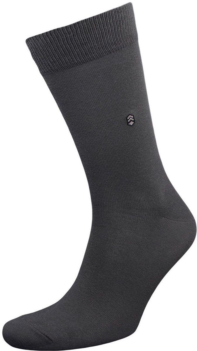 Комплект носковZCL110Мужские носки Гранд выполнены из хлопка и оформлены мелким рисунком на паголенке, для повседневной носки. Носки с бесшовной технологией зашивки мыска (кеттельный шов) хорошо держат форму и обладают повышенной воздухопроницаемостью, после стирки не меняют цвет, имеют безупречный внешний вид, усиленные пятку и мысок для повышенной износостойкости, благодаря свойствам эластана, не теряют первоначальный вид. Носки произведены по европейским стандартам на современных вязальных автоматах.