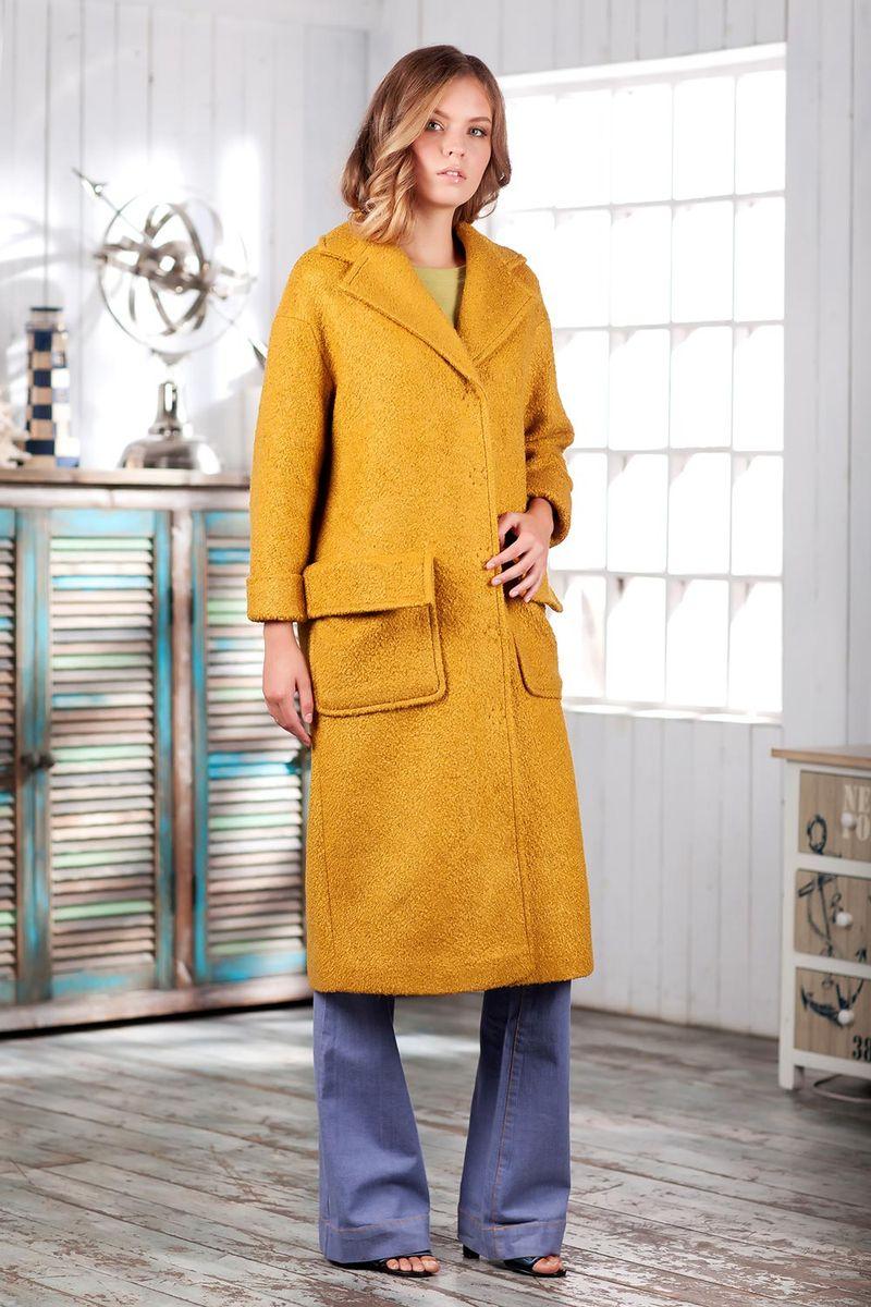 Пальто женское Ruxara, цвет: горчичный. 2301241. Размер 482301241Элегантное демисезонное пальто на подкладке. Модель прямого кроя длиной ниже колена с длинным рукавом. Горловина оформлена отложным воротником с широкими лацканами. На полочке выполнены накладные карманы с отворотами, имитирующими клапаны. Впереди потайная застежка на кнопки. Пальто станет удачным дополнением к осеннему гардеробу.