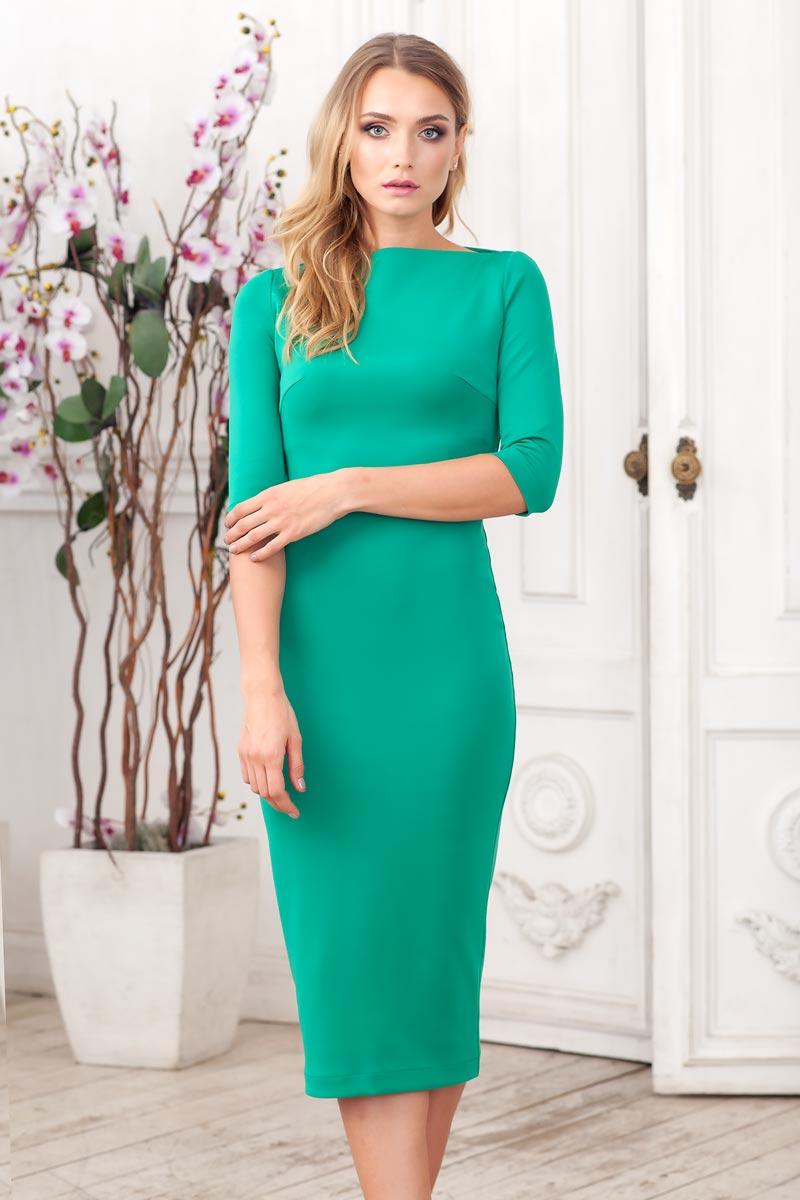 Платье0105305Элегантное платье-футляр из плотного однотонного трикотажа. Модель прилегающего силуэта длиной ниже колена с рукавом 3/4. Сзади выполнен разрез с молнией. Отлично подойдёт, как на каждый день, так и на выход.