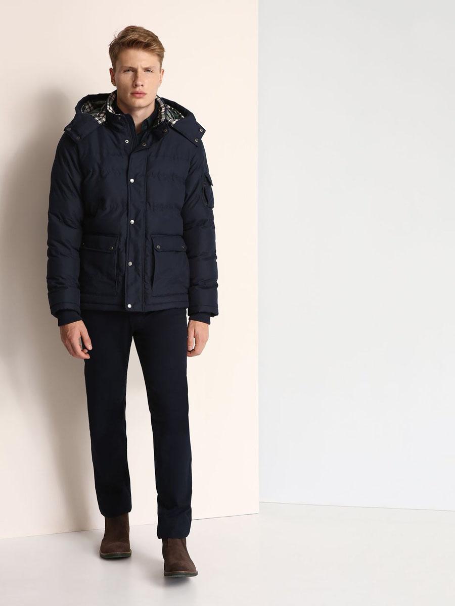 Куртка мужская Top Secret, цвет: темно-синий. SKU0723GR. Размер XL (52)SKU0723GRМужская куртка Top Secret выполнена из 100% полиэстера и дополнена теплой подкладкой. Модель со съемным капюшоном, воротником-стойкой и длинными рукавами застегивается на застежку-молнию и имеет ветрозащитную планку на кнопках. Капюшон пристегивается к изделию за счет застежки-молнии. Низ рукавов дополнен эластичными манжетами. Спереди расположено два накладных кармана с клапанами на кнопках, а с внутренней стороны - прорезной карман на застежке-молнии. На левом рукаве расположен накладной карман с клапаном на кнопке и боковой карман на застежке-молнии.