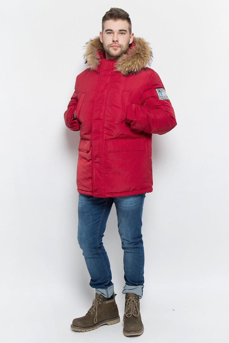 Пуховик мужской Baon, цвет: темно-красный. B506523. Размер S (46)B506523_RUBINМужской пуховик Baon изготовлен из высококачественного полиэстера. В качестве утеплителя используется натуральный пух.Куртка с несъемным капюшоном застегивается на застежку-молнию с двумя бегунками и дополнительно имеет ветрозащитную планку на кнопках. Капюшон оснащен эластичными шнурками со стопперами и оформлен натуральным мехом, который пристегивается к нему за счет застежки-молнии. Низ рукавов дополнен хлястиками на кнопках. Объем по линии талии регулируется с помощью эластичного шнурка со стоппером. Спереди имеются четыре прорезных кармана с клапанами на кнопках, с внутренней стороны - два прорезных кармана на застежках-молниях. Модель оформлена фирменными нашивками.
