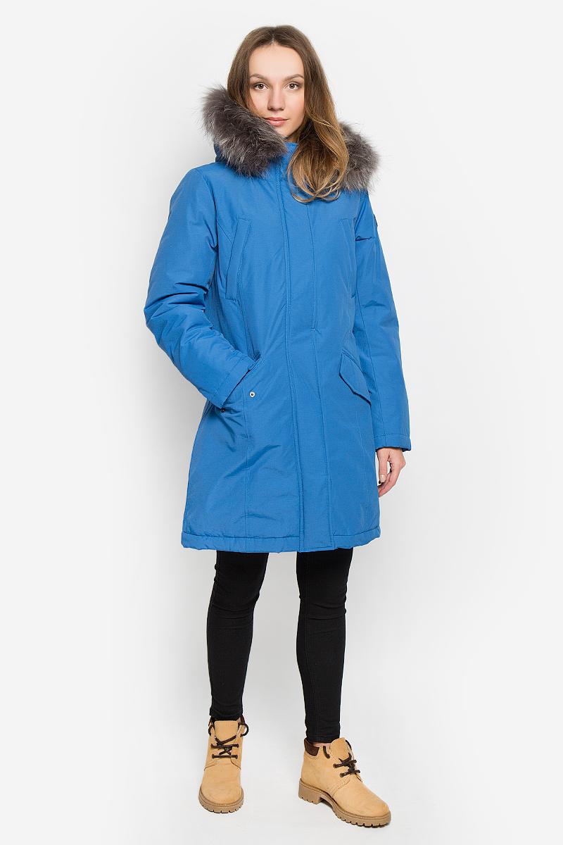 КурткаB036517_MAJOLICA BLUEЖенская куртка Baon выполнена из хлопка с добавлением полиамида. Наполнитель - синтепон. Модель с длинными рукавами и несъемным капюшоном застегивается на застежку-молнию спереди и имеет ветрозащитный клапан на кнопках. Изделие дополнено двумя втачными карманами на застежках-молниях и двумя втачными карманами с клапанами на кнопках спереди. Рукава дополнены внутренними трикотажными манжетами. Капюшон украшен съемным натуральным мехом на кнопках.